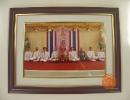 ภาพสมเด็จพระเทพรัตนราชสุดาฯ สยามบรมราชกุมารี ทรงฉายร่วมกับ ดร.กฤษณพงศ์ และคณะผู้บริหาร