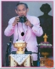 พระบรมฉายาลักษณ์พระบาทสมเด็จพระเจ้าอยู่หัวทรงกล้อง
