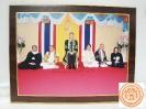 สมเด็จพระบรมโอรสาธิราชฯ  ทรงฉายพระรูปร่วมกับ ดร.กฤษณพงศ์ กีรติกร และคณะ